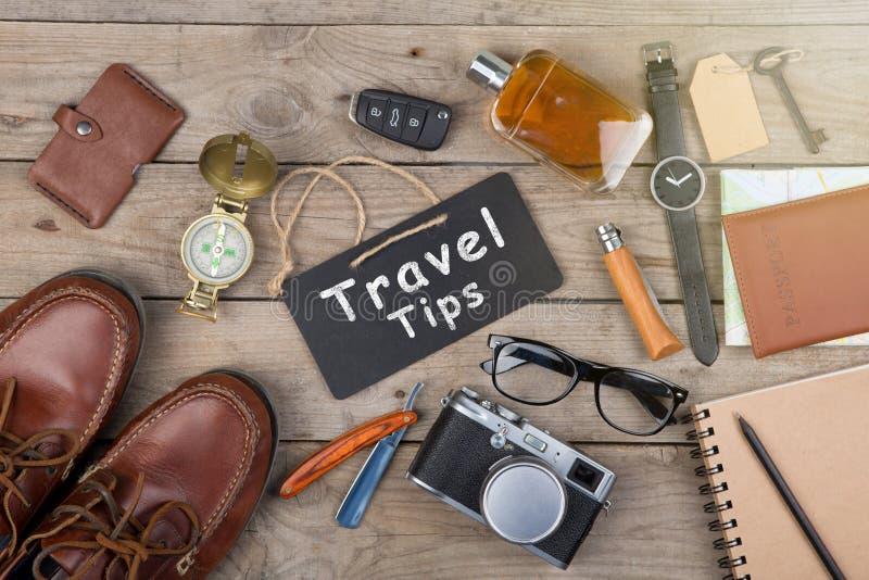Conceito da aventura - câmera, passaporte, mapa, bloco de notas, compasso e o outro material para o curso foto de stock royalty free