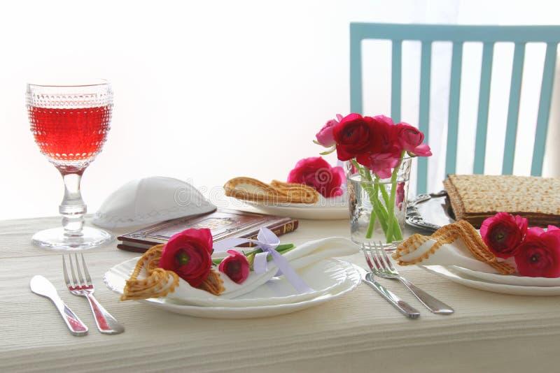 Conceito da celebração de Pesah & x28; table& festivo x29 do feriado judaico da páscoa judaica; fotos de stock royalty free