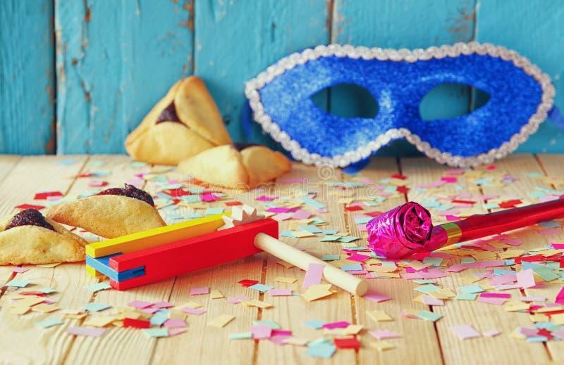Conceito da celebração de Purim (feriado judaico do carnaval) Foco seletivo imagens de stock