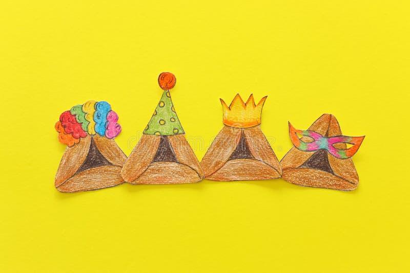 Conceito da celebração de Purim & x28; holiday& judaico x29 do carnaval; Cookies tradicionais do hamantash cutted de papel e pint fotografia de stock royalty free