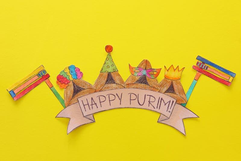 Conceito da celebração de Purim & x28; holiday& judaico x29 do carnaval; Cookies tradicionais do hamantash cutted de papel e pint foto de stock