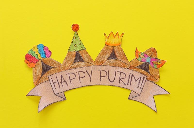 Conceito da celebração de Purim & x28; holiday& judaico x29 do carnaval; Cookies tradicionais do hamantash cutted de papel e pint imagem de stock royalty free