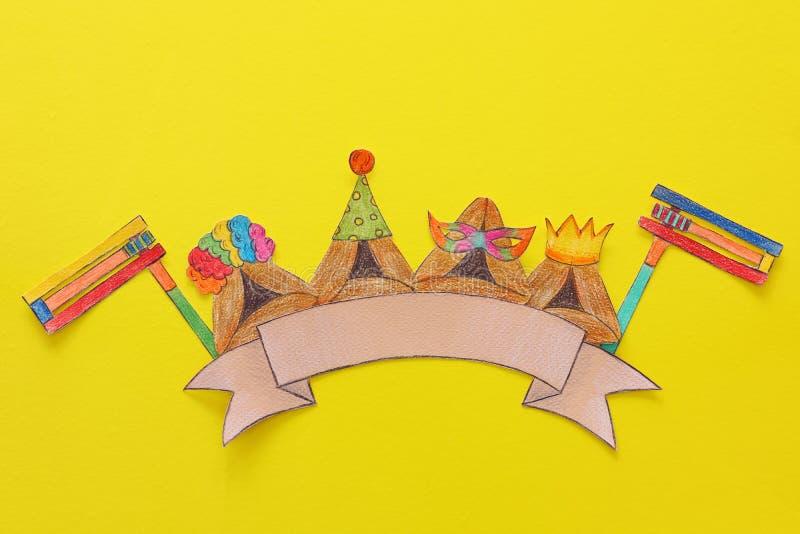 Conceito da celebração de Purim & x28; holiday& judaico x29 do carnaval; Cookies tradicionais do hamantash cutted de papel e pint imagens de stock royalty free