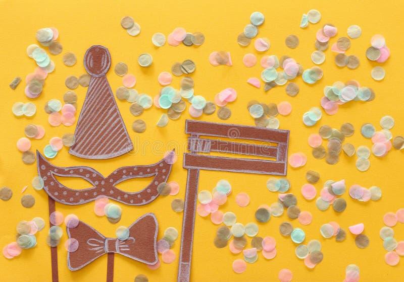 Conceito da celebração de Purim & x28; holiday& judaico x29 do carnaval; Formas tradicionais dos símbolos cutted do papel foto de stock royalty free