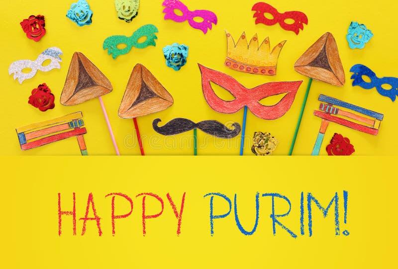 Conceito da celebração de Purim & x28; holiday& judaico x29 do carnaval; Formas tradicionais dos símbolos cutted de papel e pinta fotografia de stock