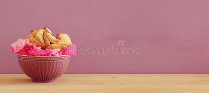 Conceito da celebração de Purim & x28; holiday& judaico x29 do carnaval; Tradicional hamantaschen cookies fotos de stock royalty free