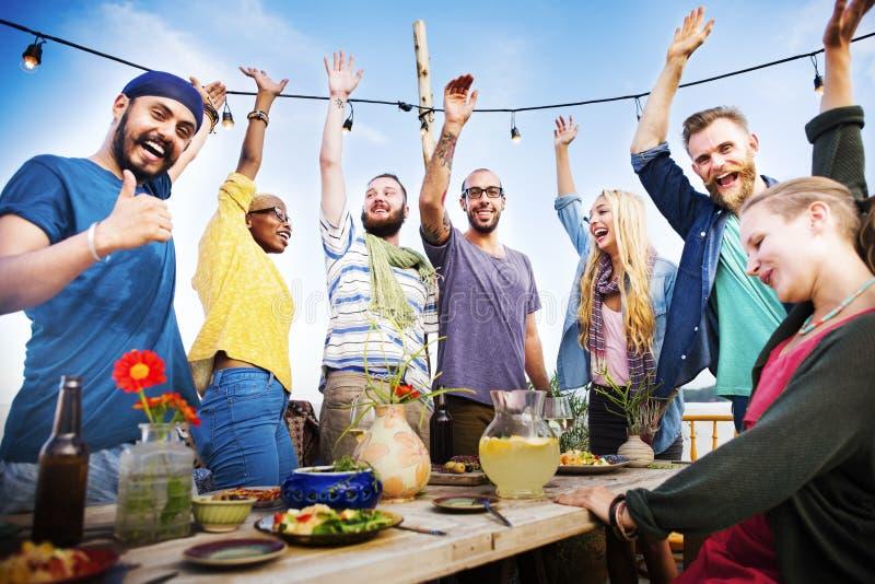 Conceito da celebração do partido de jantar do verão da praia imagens de stock royalty free