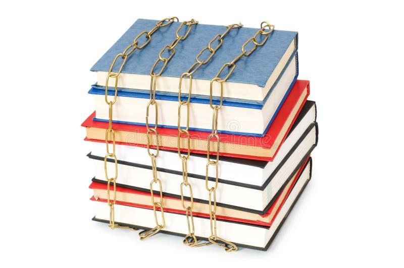 Conceito da censura com livros e correntes foto de stock royalty free