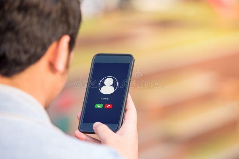 Conceito da chamada de voz na tela do telefone fotografia de stock
