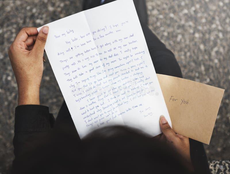 Conceito da conexão de uma comunicação da correspondência do correio de letra imagem de stock