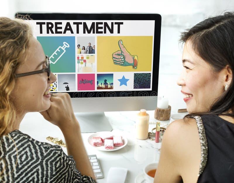 Conceito da consultação dos cuidados médicos da medicamentação da injeção da seringa fotos de stock royalty free
