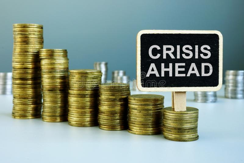 Conceito da crise adiante Carta financeira das moedas foto de stock royalty free