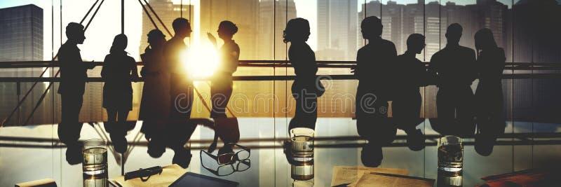 Conceito da discussão da reunião de funcionamento dos povos do escritório para negócios fotografia de stock