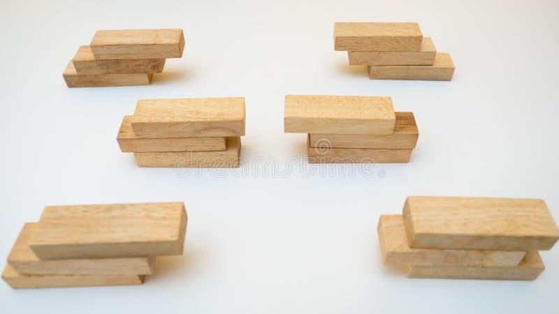Conceito da diversificação do negócio do conceito do bloco de madeira no CCB branco fotografia de stock