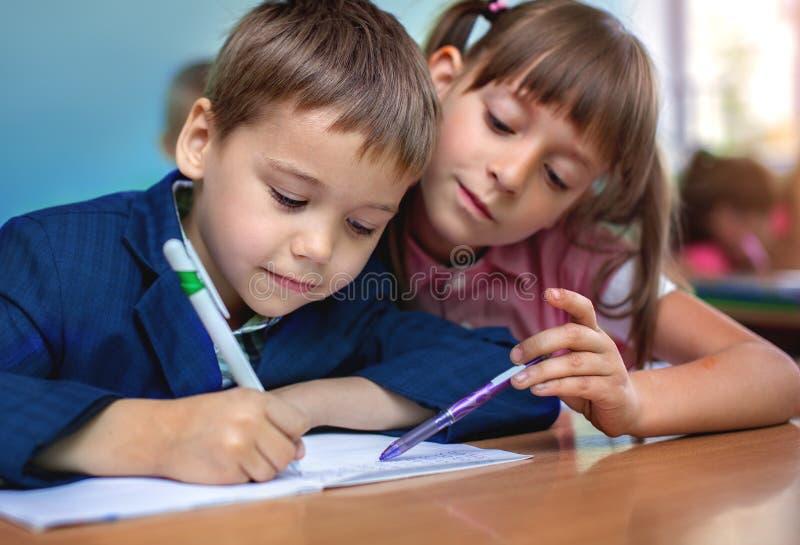 Conceito da educação, alunos, lição fotografia de stock royalty free