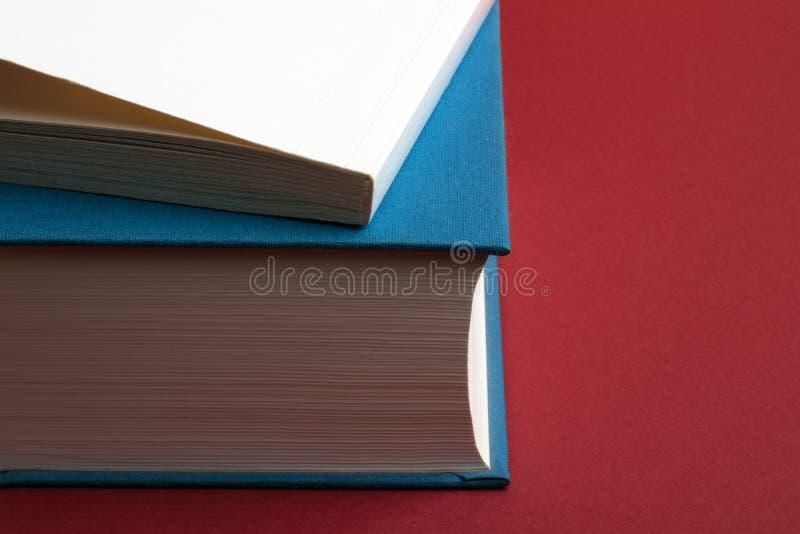 Conceito da educação e da escrita Todos pode ler ou escrever um livro e ser o autor imagens de stock royalty free