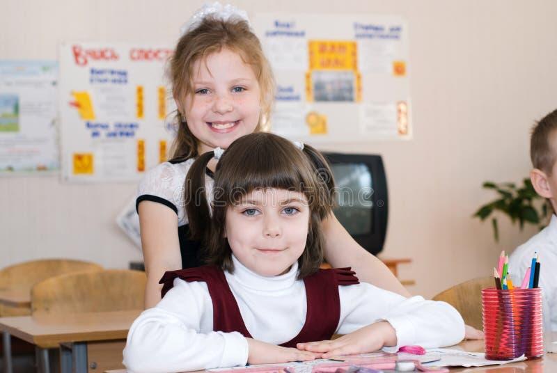 Conceito da educação - eduque estudantes na classe imagem de stock