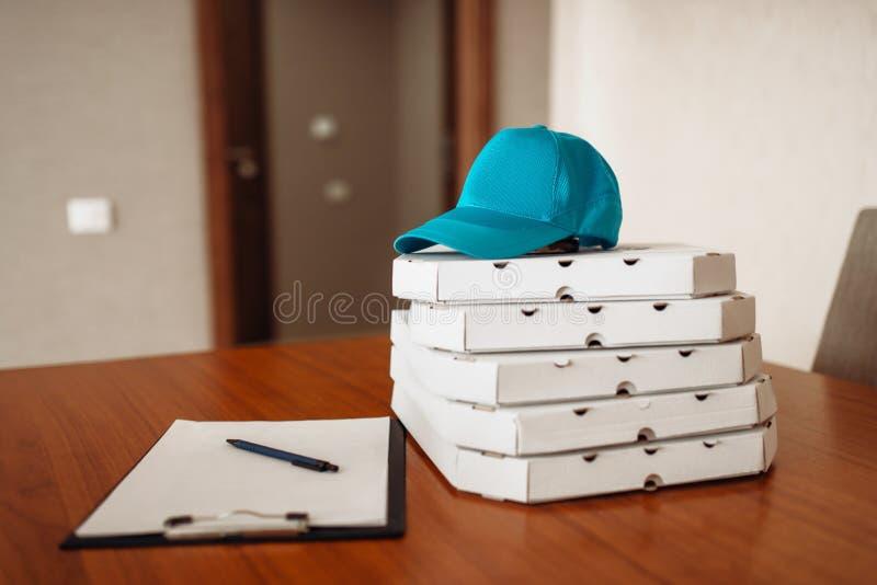 Conceito da entrega da pizza, entregando o serviço, ninguém imagem de stock