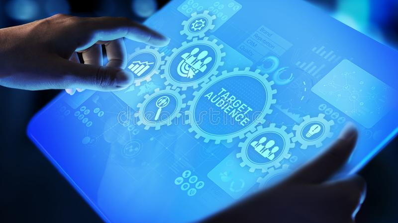 Conceito da estratégia de marketing da segmentação de cliente do público-alvo na tela virtual imagem de stock