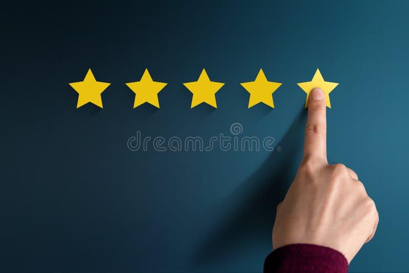 Conceito da experiência do cliente, os melhores serviços excelentes que avaliam para imagens de stock
