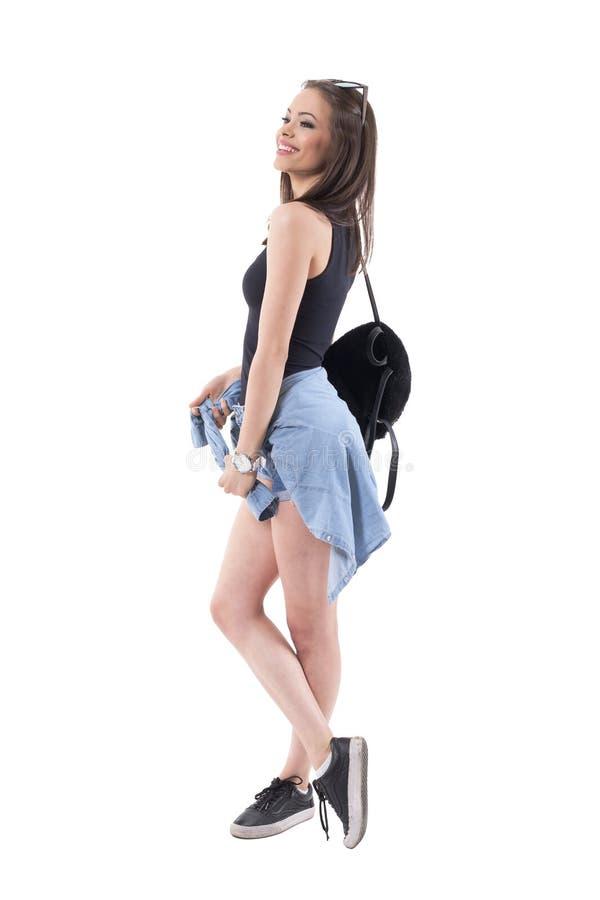 Conceito da fantasia Mulher lindo na roupa à moda do verão que olha a distância e o sorriso foto de stock royalty free