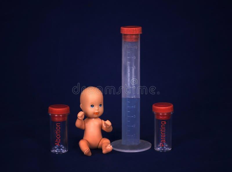 Conceito da fecundação de vitro - bebê e tubo de ensaio foto de stock