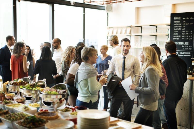 Conceito da felicidade dos elogios comer da reunião de negócios fotografia de stock