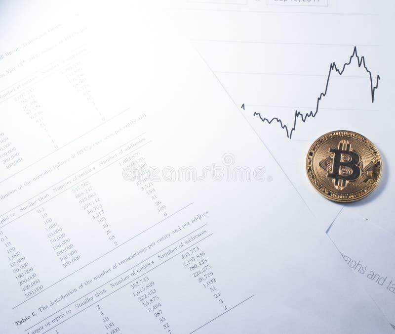 Conceito da finança: Bitcoin e fundo das cartas fotos de stock