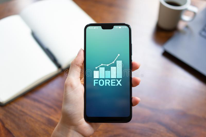 Conceito da finança do investimento de troca da moeda do mercado de valores de ação dos estrangeiros na tela do telefone celular foto de stock royalty free