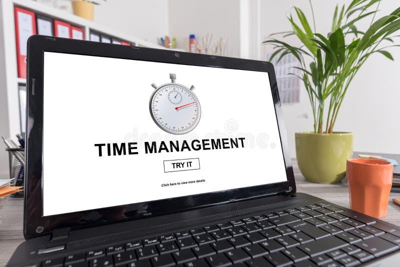 Conceito da gestão de tempo em um portátil imagens de stock