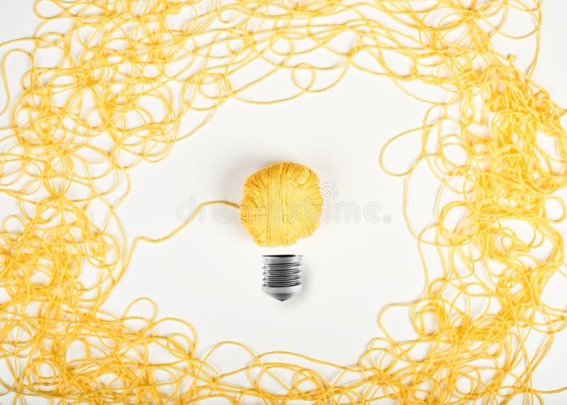 Conceito da ideia e da inovação com bola de lãs foto de stock royalty free