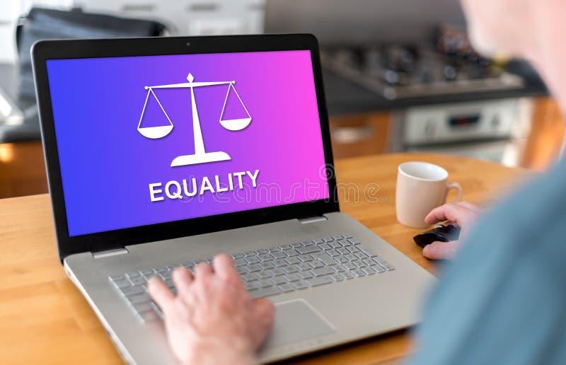 Conceito da igualdade em um portátil imagens de stock royalty free