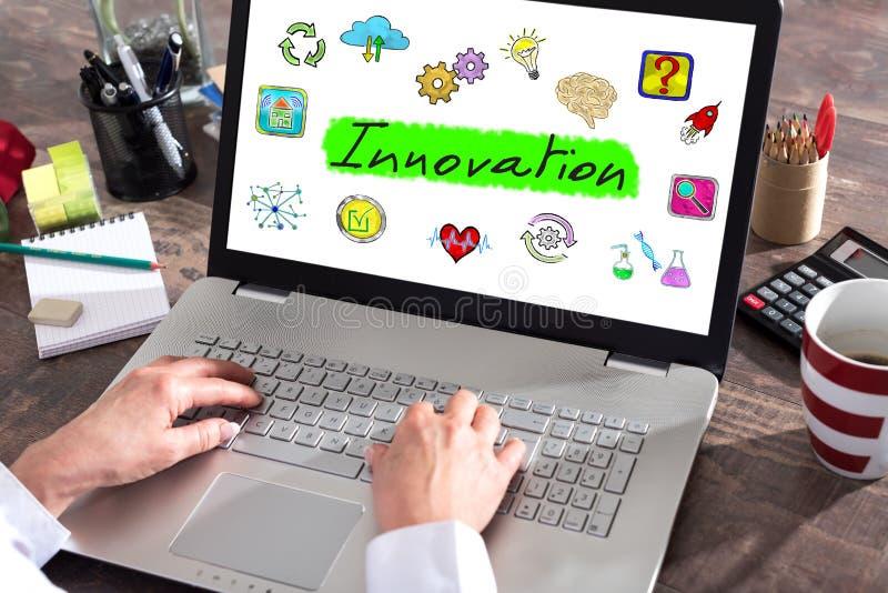 Conceito da inovação em uma tela do portátil foto de stock