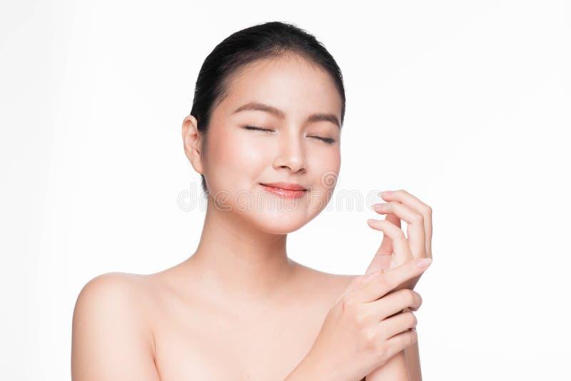 Conceito da juventude e dos cuidados com a pele Mulher asiática dos termas da beleza com perfeito fotografia de stock royalty free