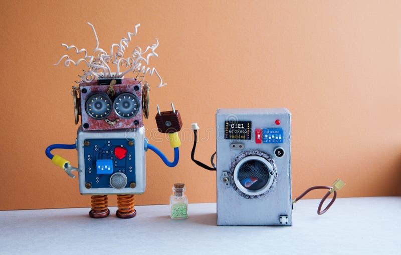 Conceito da lavanderia da máquina de lavar Trabalhador manual louco do robô, luz marrom - assoalho interior, azul azul Projeto cr fotos de stock royalty free