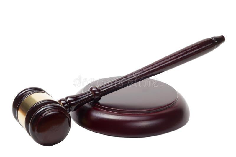 Conceito da lei - martelo de madeira dos juizes isolado sobre foto de stock