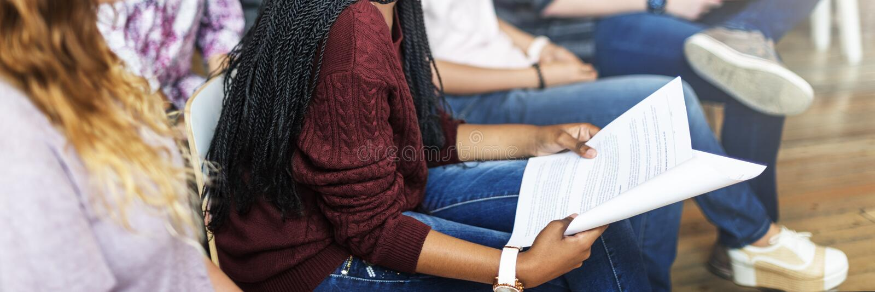 Conceito da leitura de Study Classmate Classroom do estudante imagens de stock
