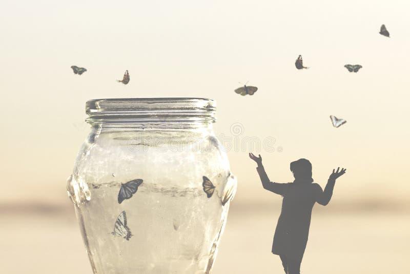 Conceito da liberdade das borboletas de um salvamento da mulher fechadas em um vaso fotos de stock