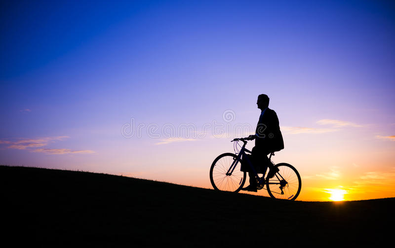Conceito da liberdade do ciclismo da bicicleta da aventura fotos de stock