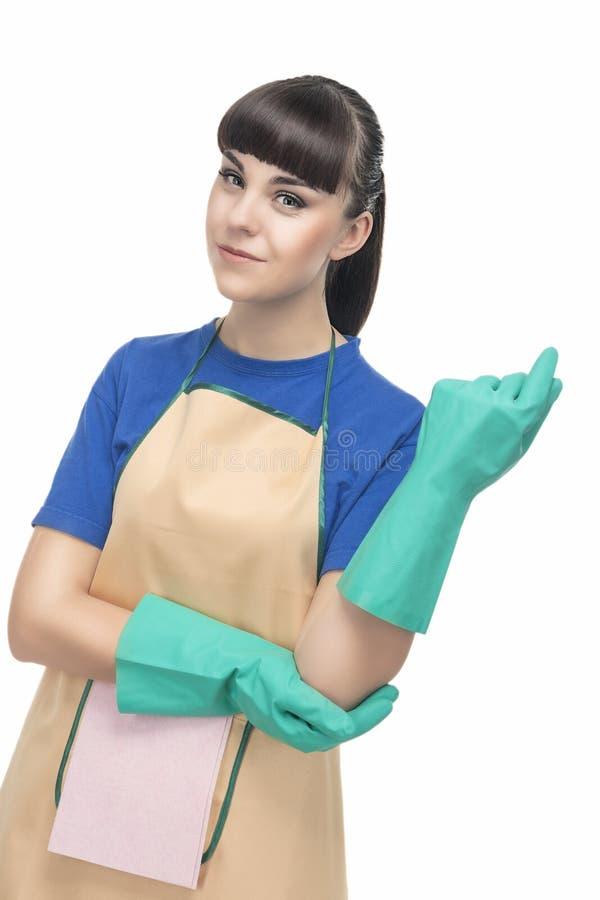 Conceito da limpeza: Dona de casa otimista nova com RUB protetora foto de stock