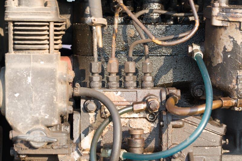 Conceito da maquinaria Close up do motor da máquina do trator com foco seletivo imagem de stock