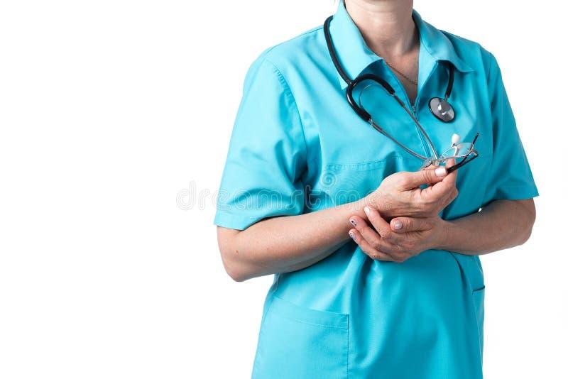 Conceito da medicina e dos cuidados m?dicos Doutor com o estetosc?pio na cl?nica, close-up fotos de stock royalty free
