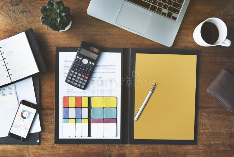 Conceito da mesa do espaço de trabalho do escritório de Business Objects imagens de stock royalty free