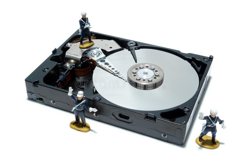 Conceito da movimentação de disco duro do computador para a segurança imagens de stock royalty free