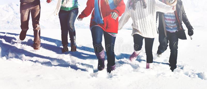 Conceito da neve do inverno da apreciação do grupo de pessoas fotografia de stock royalty free