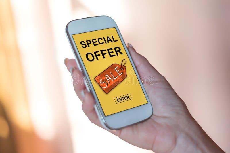 Conceito da oferta especial em um smartphone foto de stock