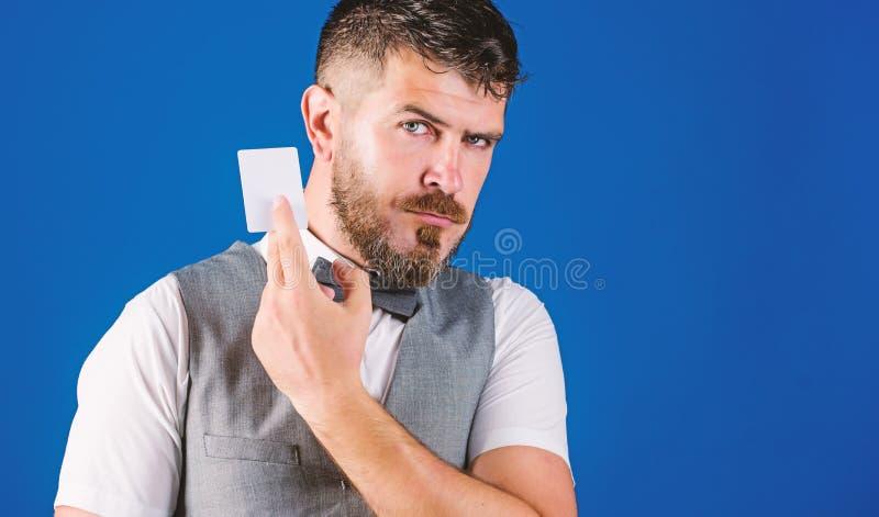 Conceito da operação bancária e do crédito Cartão de banco plástico Crédito do dinheiro fácil Que cartão de crédito bancário fáci imagens de stock