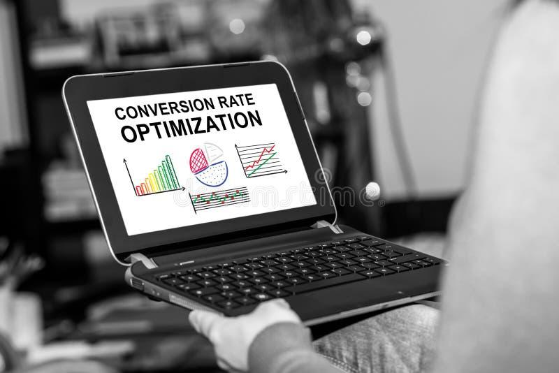 Conceito da otimização da taxa de conversão em uma tabuleta imagem de stock royalty free