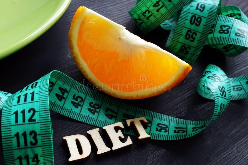 Conceito da perda de peso Placa e dieta da palavra fotografia de stock