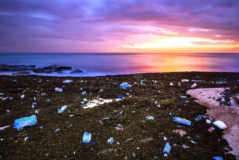 Conceito da poluição da terra fotografia de stock royalty free